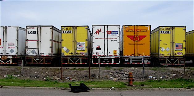 Semi Truck Wallpaper Border Semi truck trailers packed 628x313