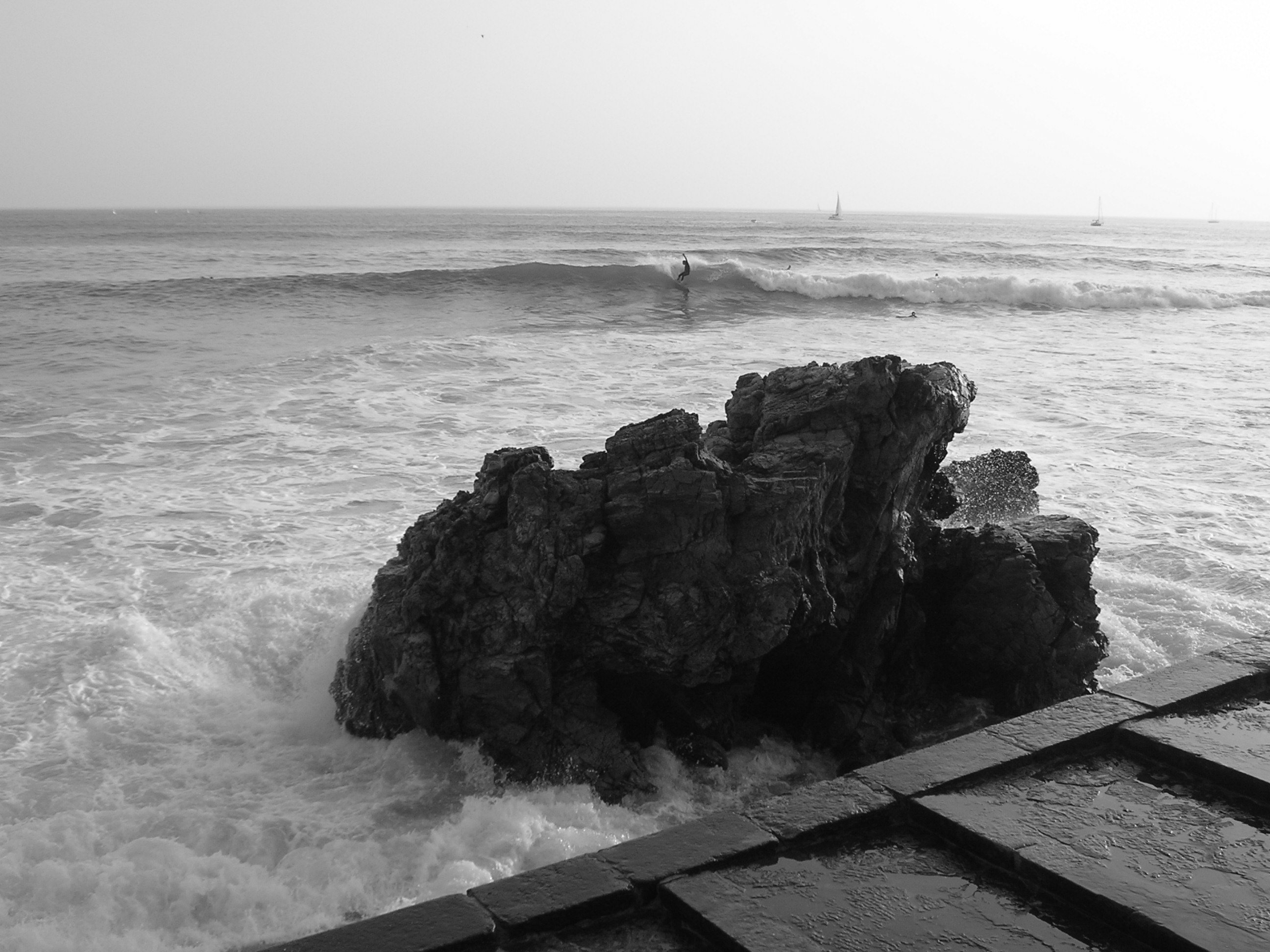 Computer wallpaper for desk top wallpaper rock cascais   surf 2592x1944