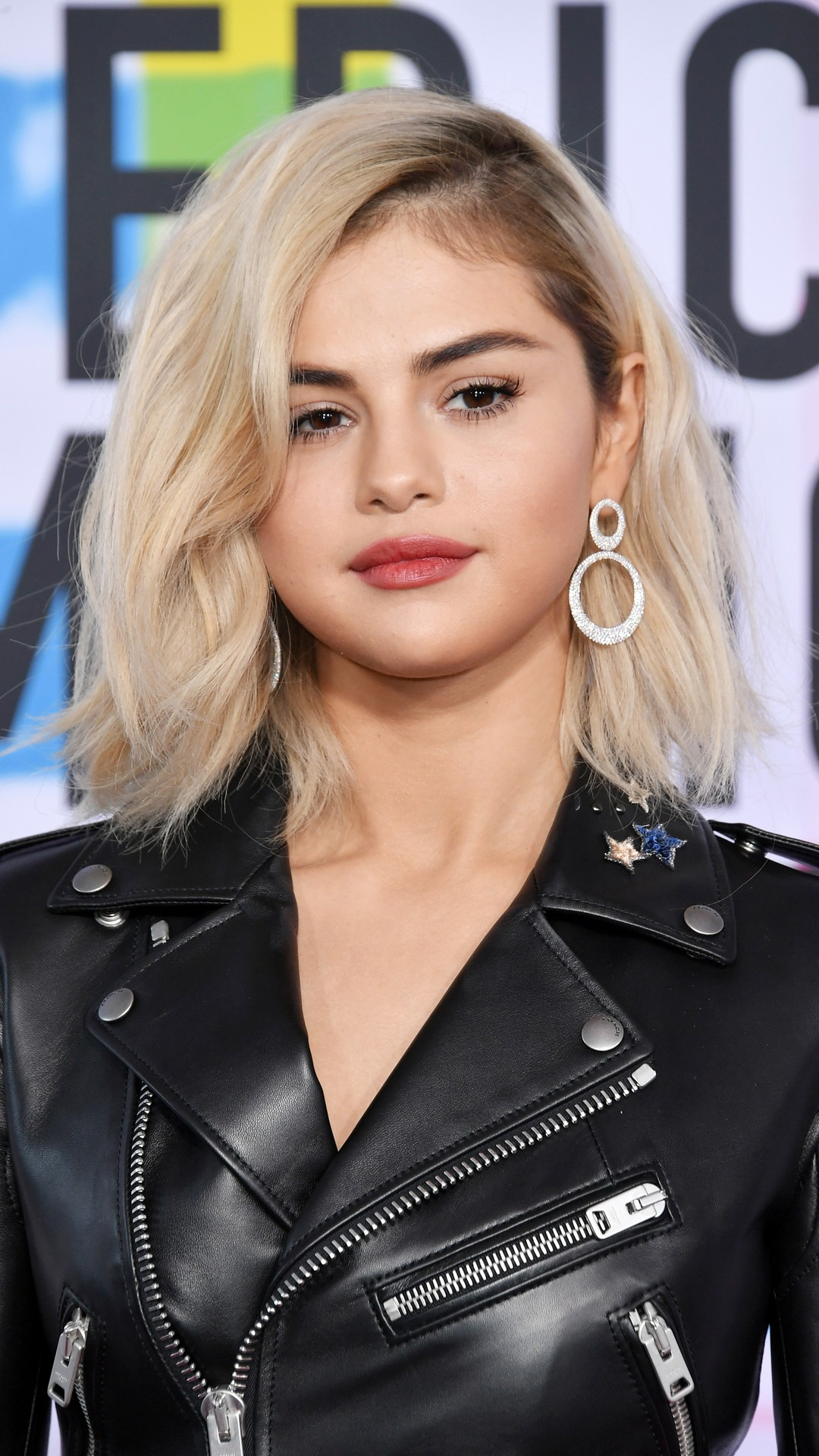 Selena Gomez Blonde iPhone Wallpaper 2020 3D iPhone Wallpaper 1080x1920