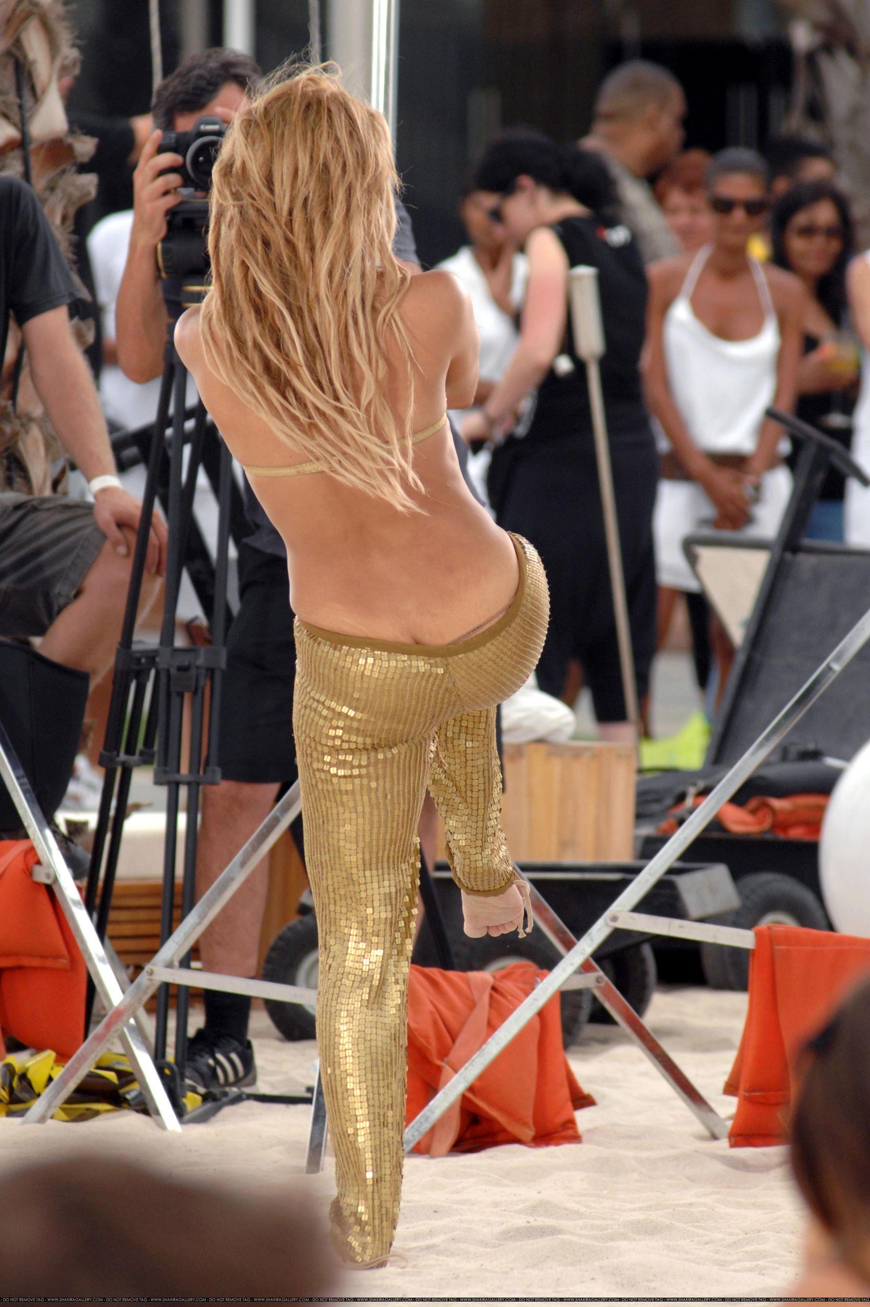 Shakira wears a thong   Shakira Foto 16503922 1704x2560