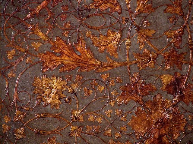 wallpaper  looks like hand tooled leather from colonical williamsburg 640x480