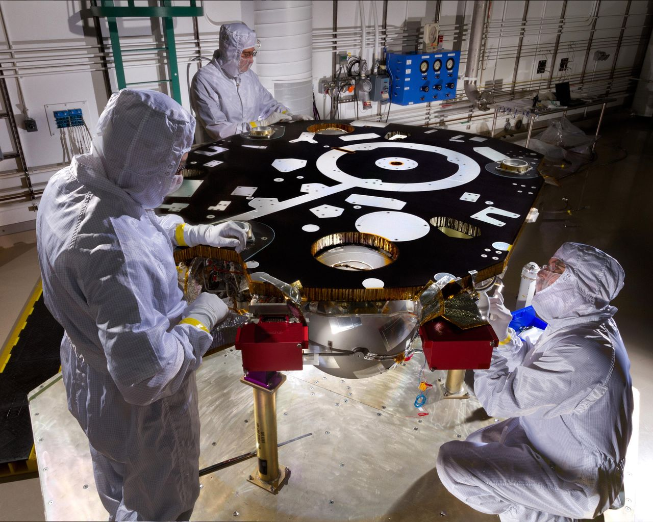 Space Images Work on NASAs InSight Lander Starts New Phase 1280x1024