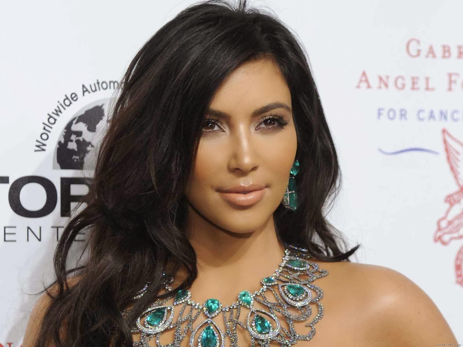 STARS WALLPAPER Kim Kardashian HD Wallpapers Download 1600x1200