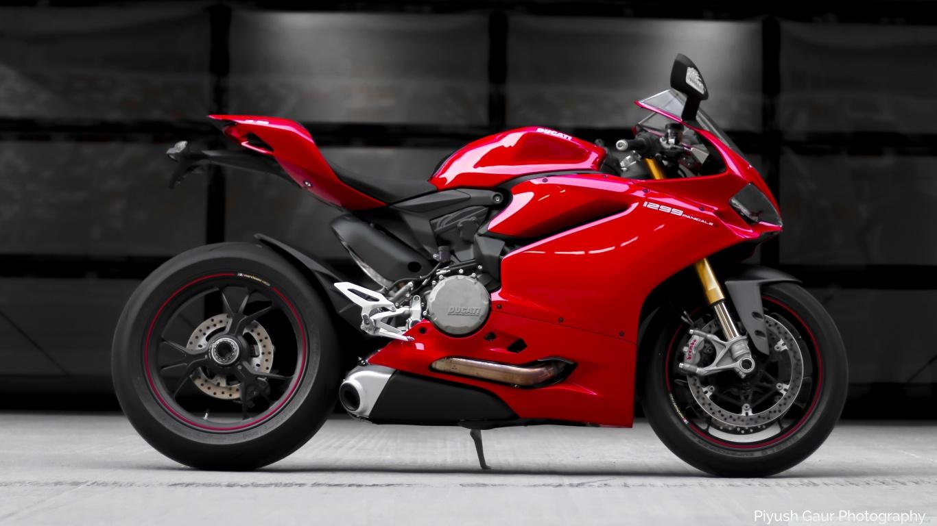 Ducati Panigale 1299S 4K HD Desktop Wallpaper for 4K Ultra HD 1366x768