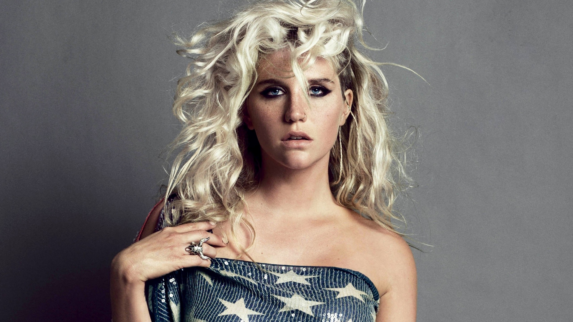 Download Wallpaper 1920x1080 kesha sebert flag blonde curls Full HD 1920x1080
