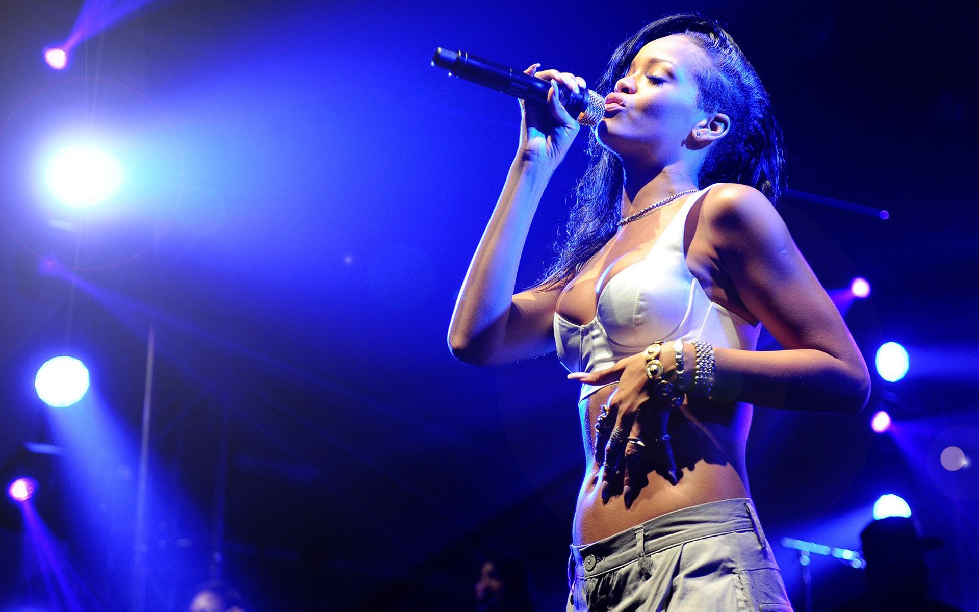 Rihanna concert tickets SALE United Center 4152016   Chicago tickets 1920x1200