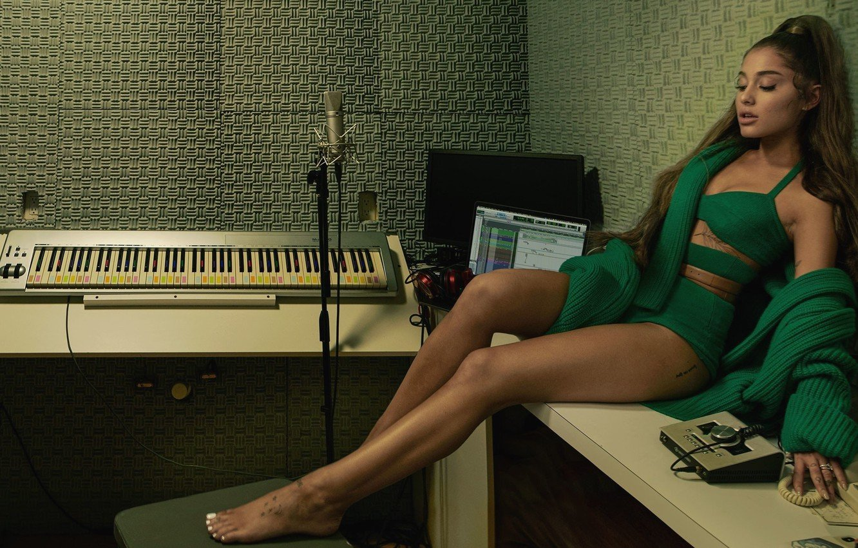 Girl actress beauty singer legs sexy