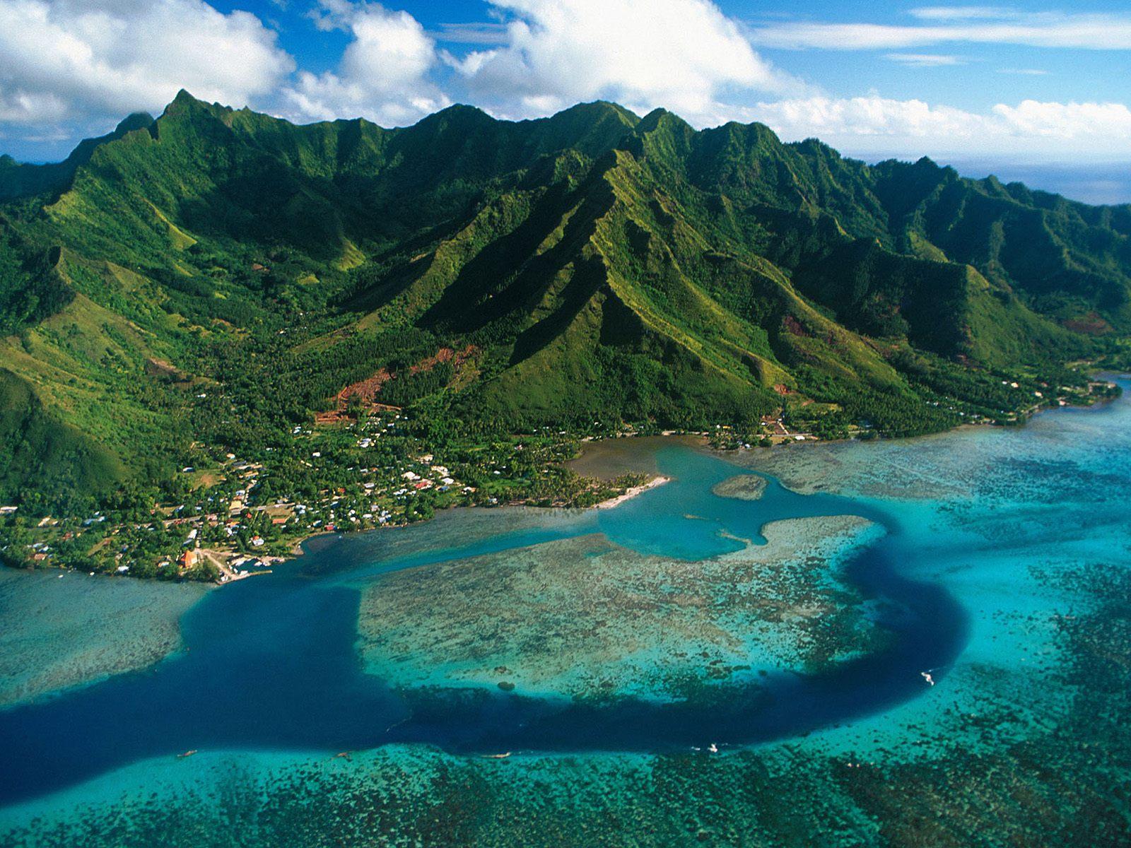 Moorea Islands Aerial View 550x412 Moorea, French Polynesia