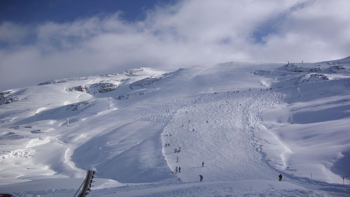 Ski slope wallpaper 8259 1366x768