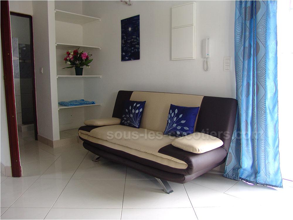 Votre salon donnant sur la terrasse et sur la piscine offre lassise 1000x750