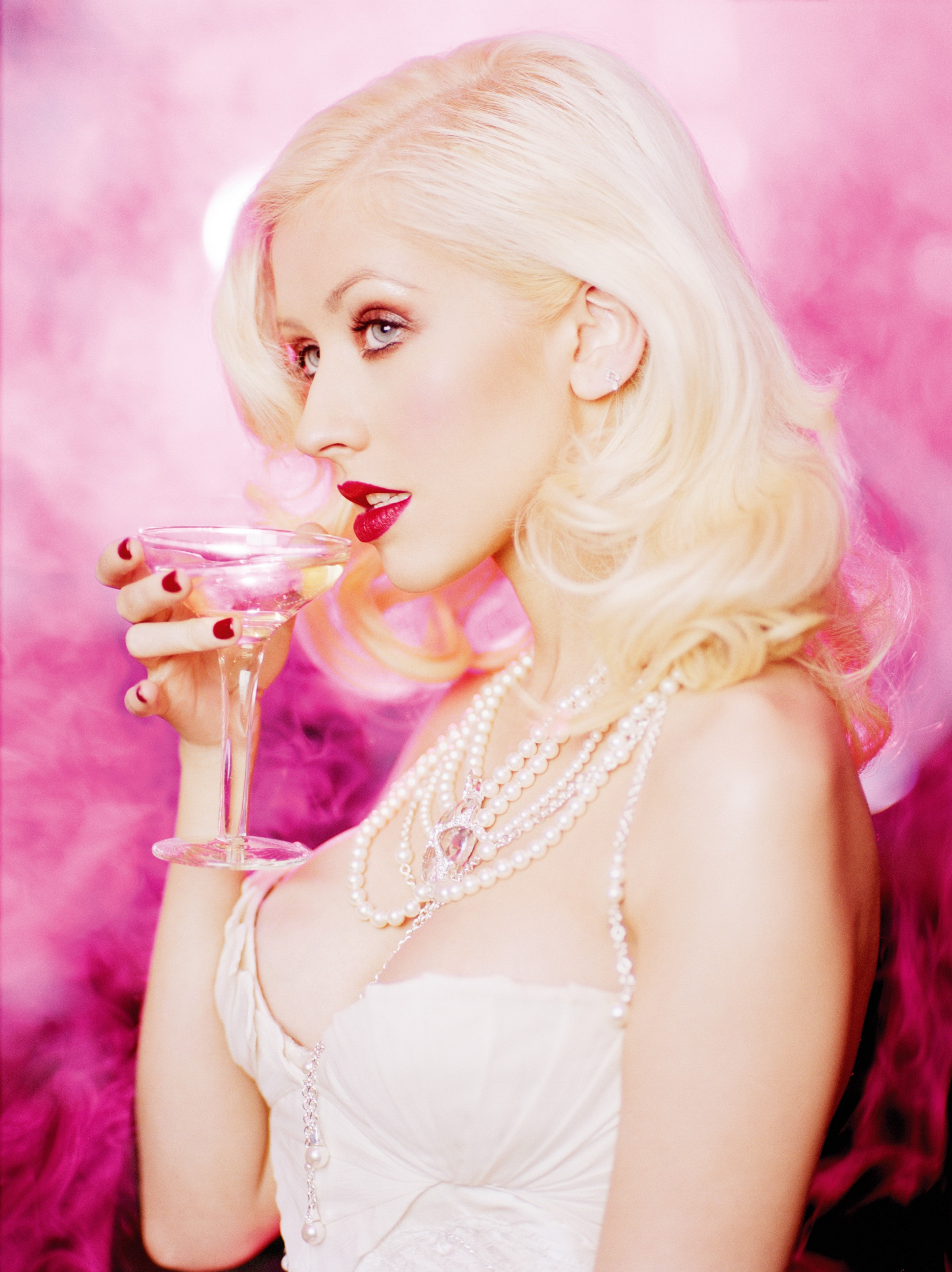 christina aguilera HD wallpaper 2400x3206