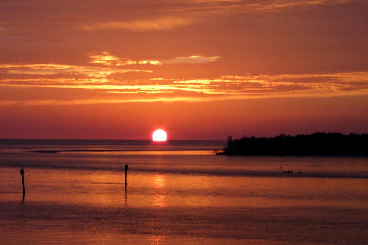 Tropical Island Sunset 1200800 132337 HD Wallpaper Res 1200x800 1200x800