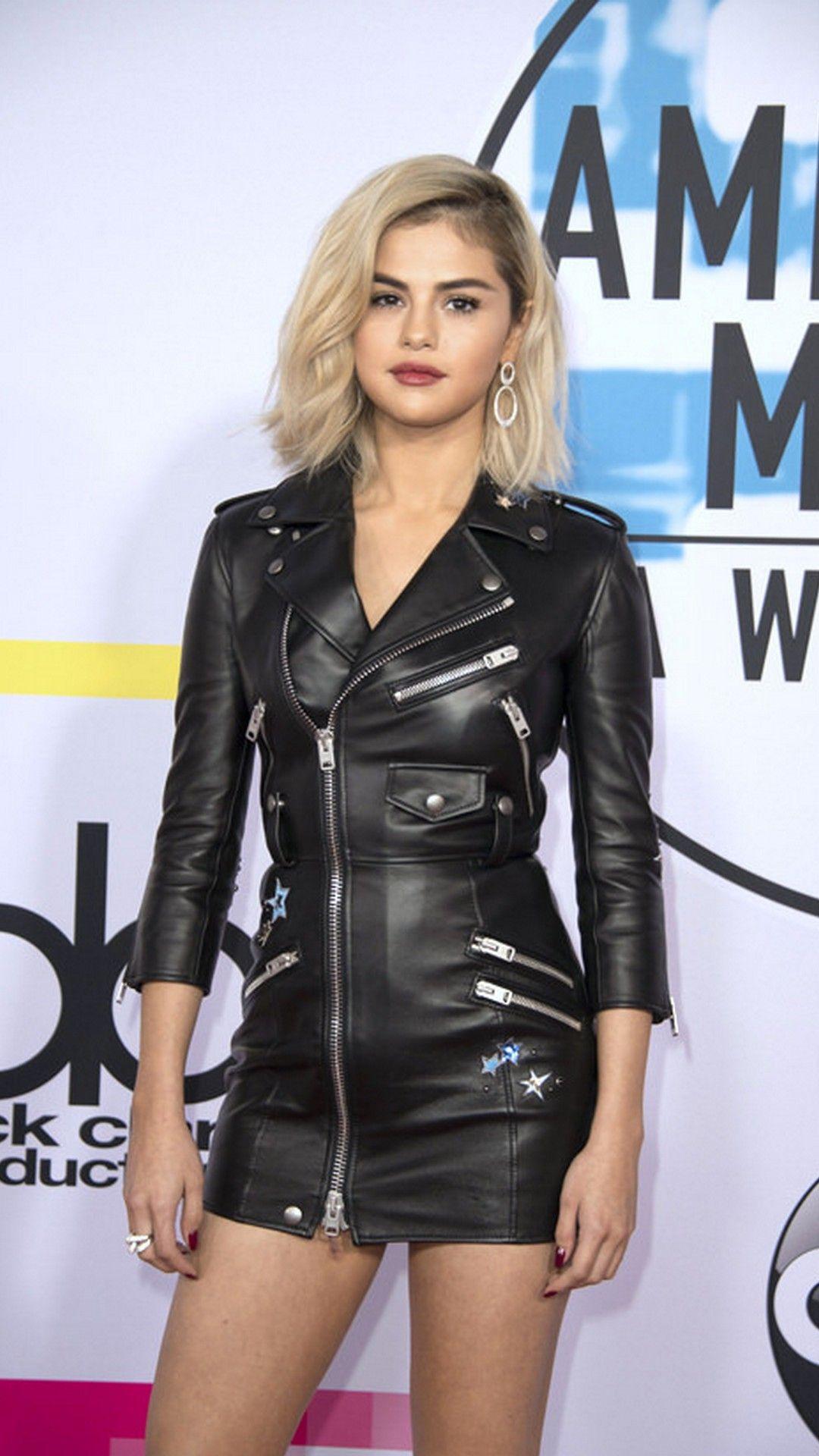 iPhone Wallpaper Selena Gomez Blonde Hair Fashion Selena gomez 1080x1920