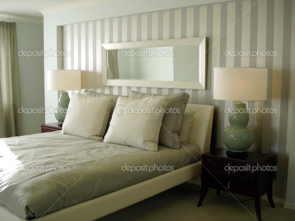 Modern Bedroom Luxurious Wallpaper Decor   Decoseecom 1024x768