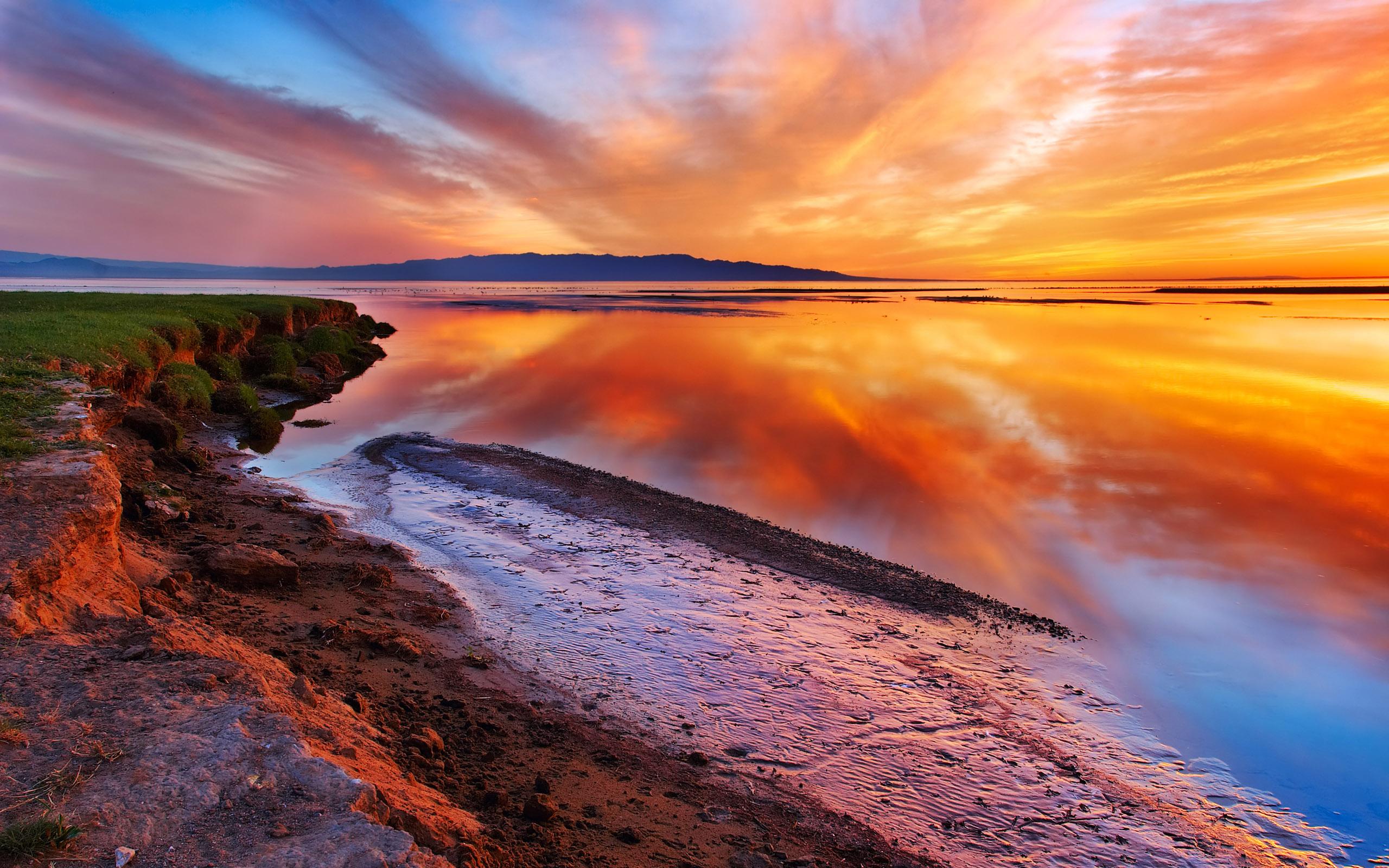 free beautiful landscape desktop wallpaper 06 2010 2560x1600 81805 2560x1600