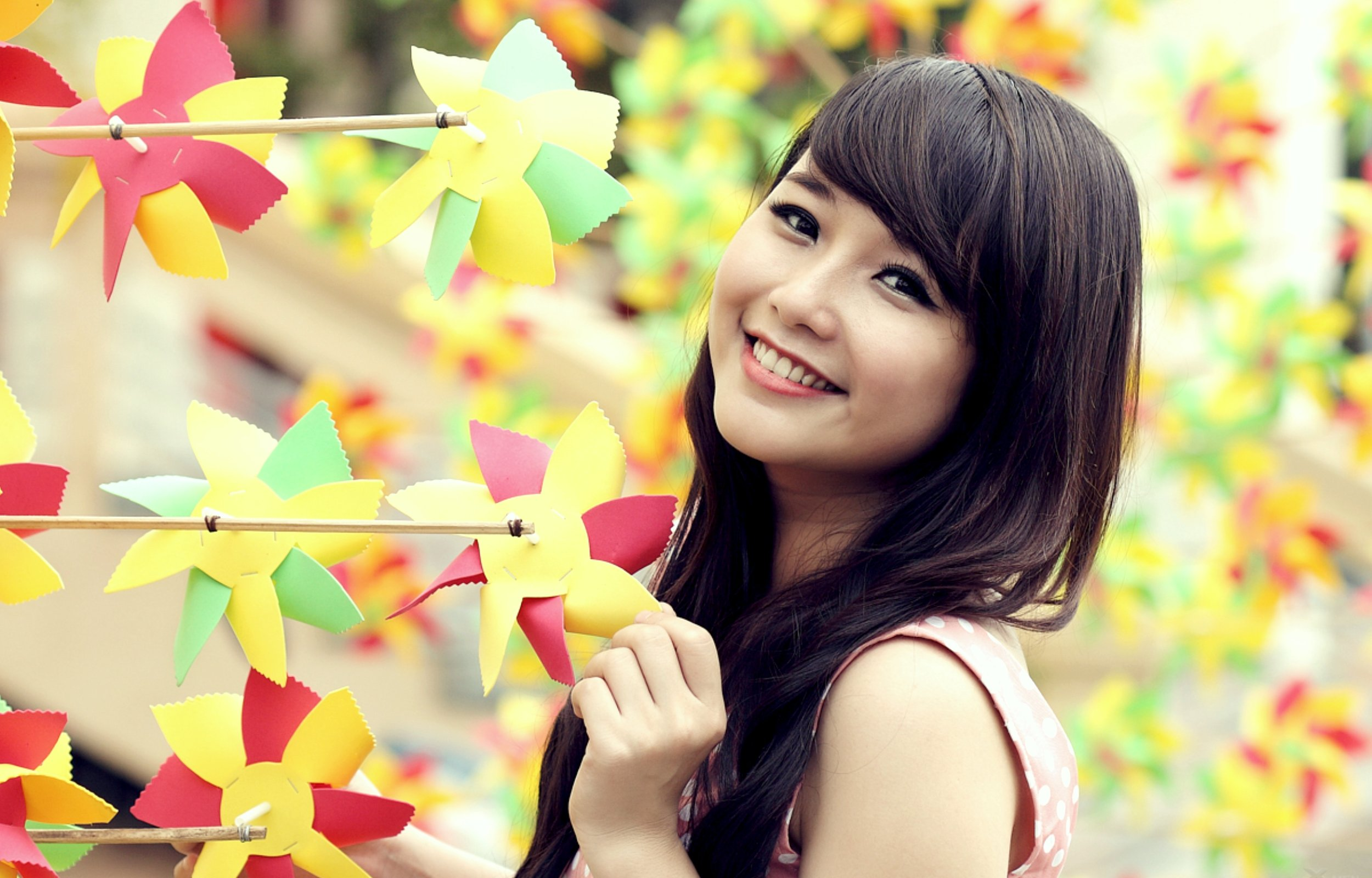 Cute Girl With Smiley Face 2500x1600 13040 HD Wallpaper Res 2500x1600