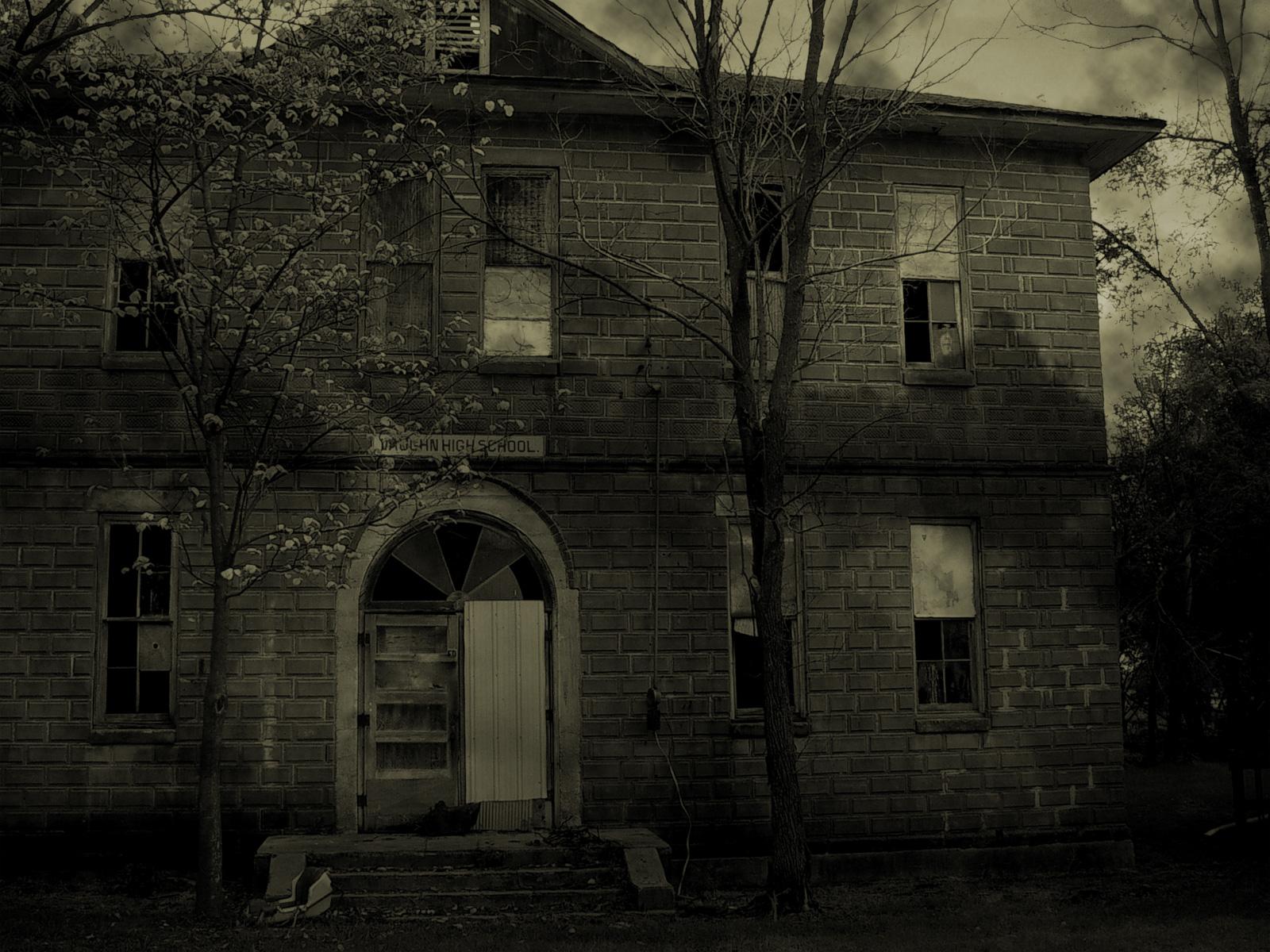 Haunted houseFantasy wallpaperCreepy House wallpaperfull hd 1600x1200