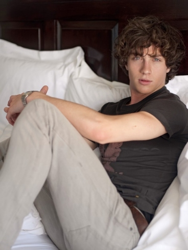 Picture of Aaron Taylor Johnson 384x512