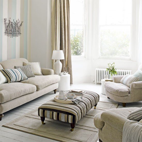 Pastel living room Living room decorating ideas Striped wallpaper 550x550