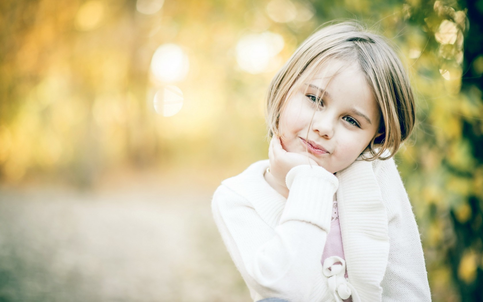 Beautiful Kid Girl HD Wallpaper   StylishHDWallpapers 1680x1050