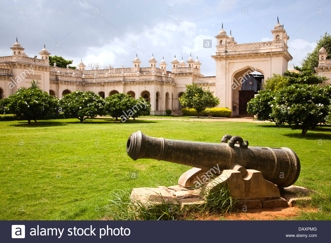 Cannon in the lawn with palace in the background Chowmahalla 1300x956