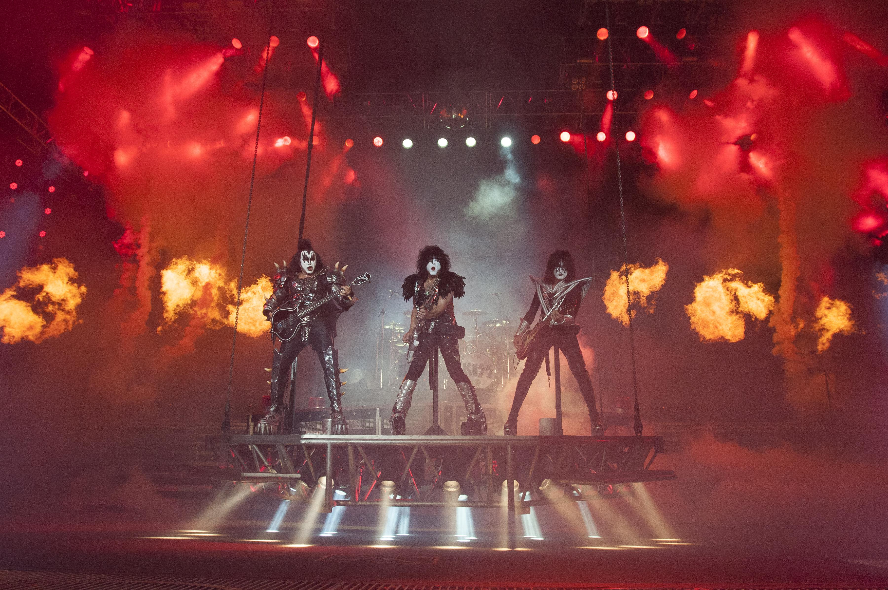 Kiss heavy metal rock bands concert guitar g wallpaper background 3600x2391