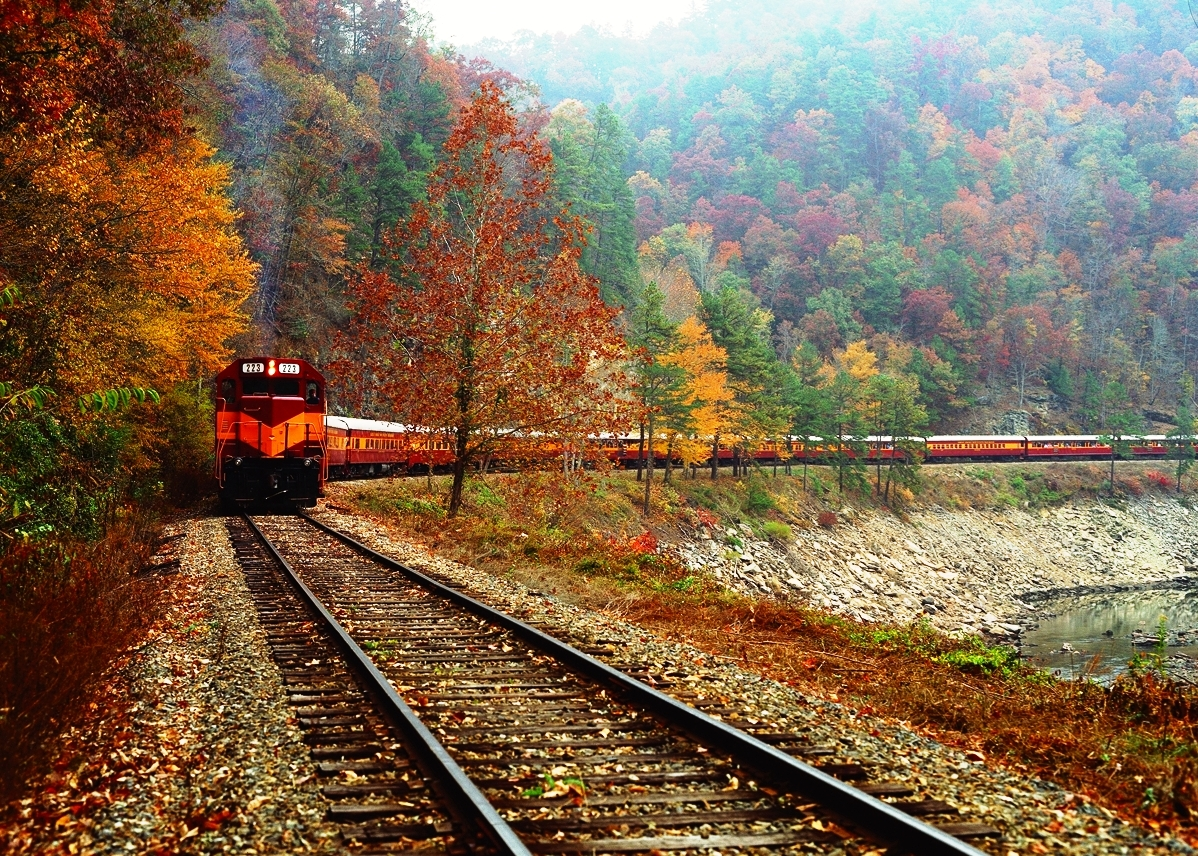 Scenic train tours in the Great Smoky Mountains of North Carolina. Travel by train from historic Bryson City, enjoy beautiful vistas of Fontana Lake and travel through the mountains and through the scenic Nantahala River Gorge on the Nantahala Gorge Excursion.