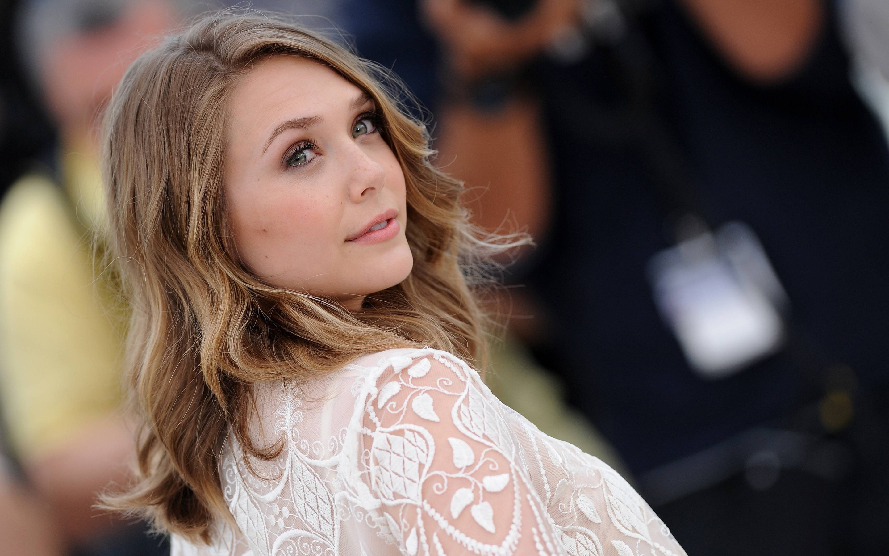 Elizabeth Olsen HD wallpapers download 2880x1800