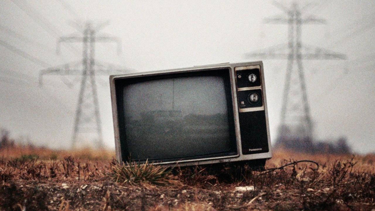 Tv Set Wallpaper Dumped old tv set 3 1280x720