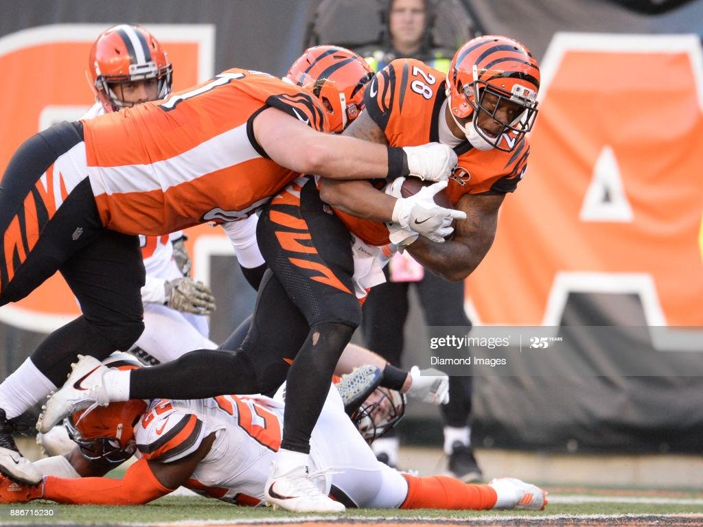 Running back Joe Mixon of the Cincinnati Bengals carries the ball 1024x768