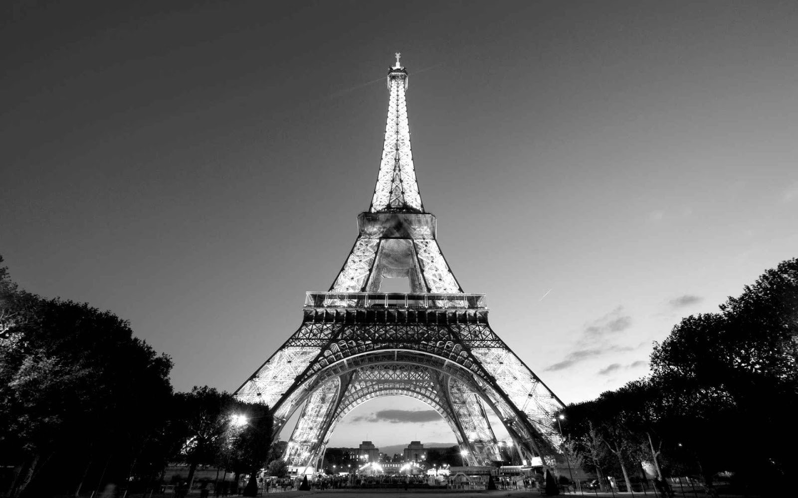 Black and white paris wallpaper wallpapersafari for Eiffel tower wall mural black and white