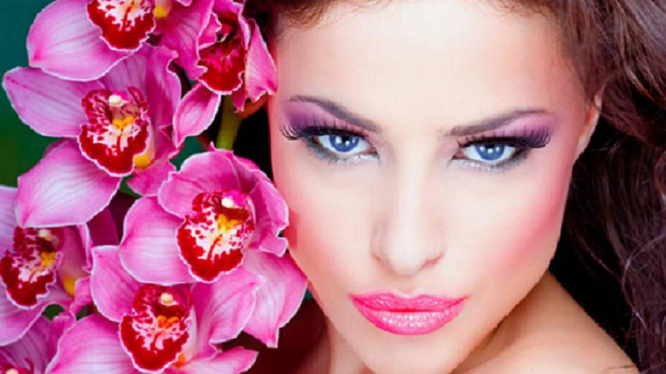 beauty and flowers   makeup Wallpaper 1366x768