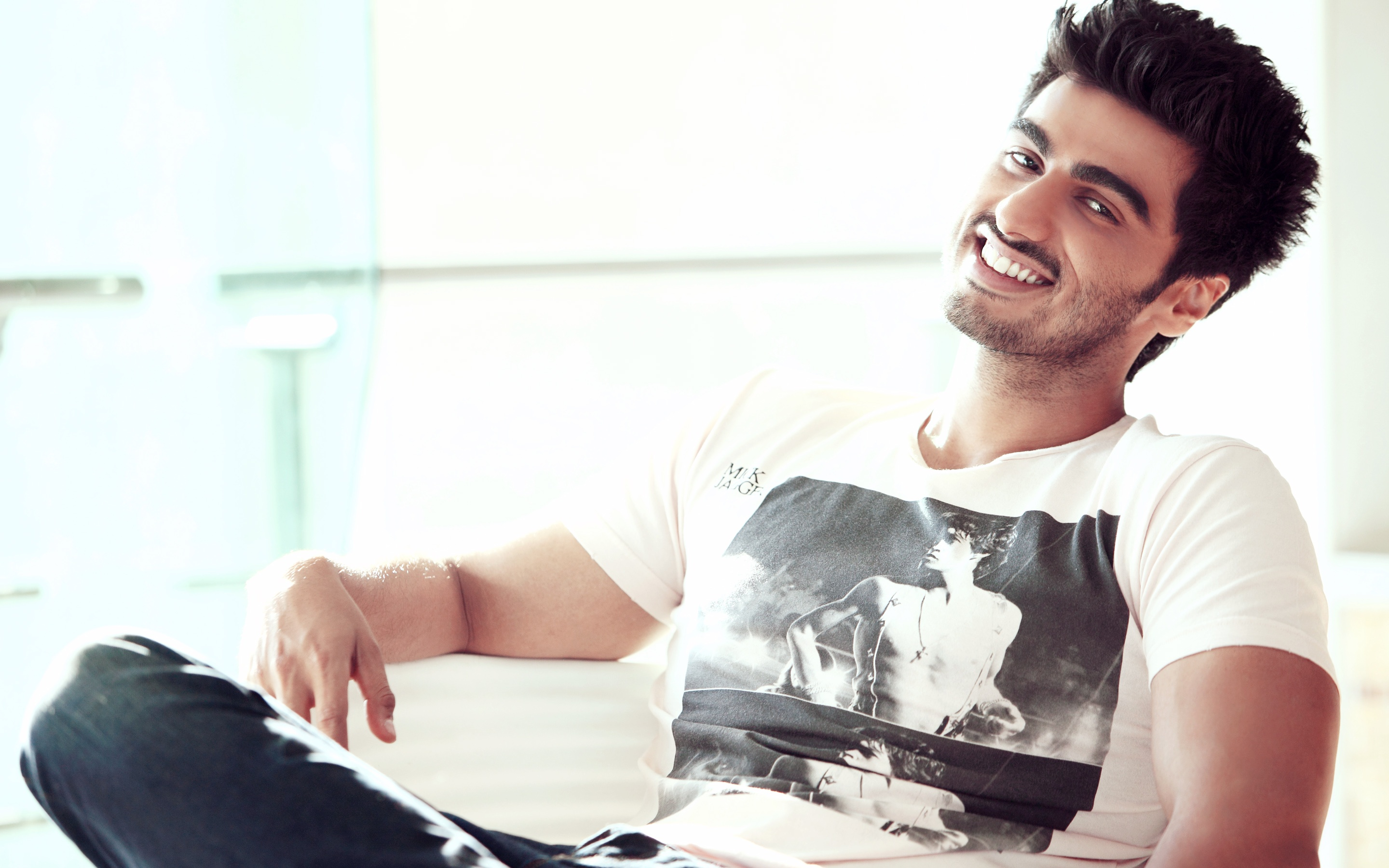 Indian Actor Arjun Kapoor Wallpapers in jpg format for download 2880x1800
