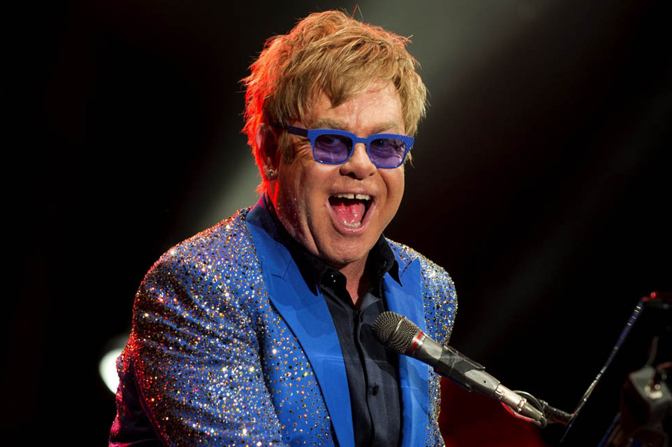 Elton John Rock Singer Songwriter Pianist Cbe Commander 1995 2197x1463