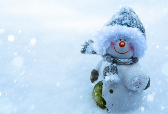 Wallpaper snowman snow christmas smile New Year winter desktop 590x400