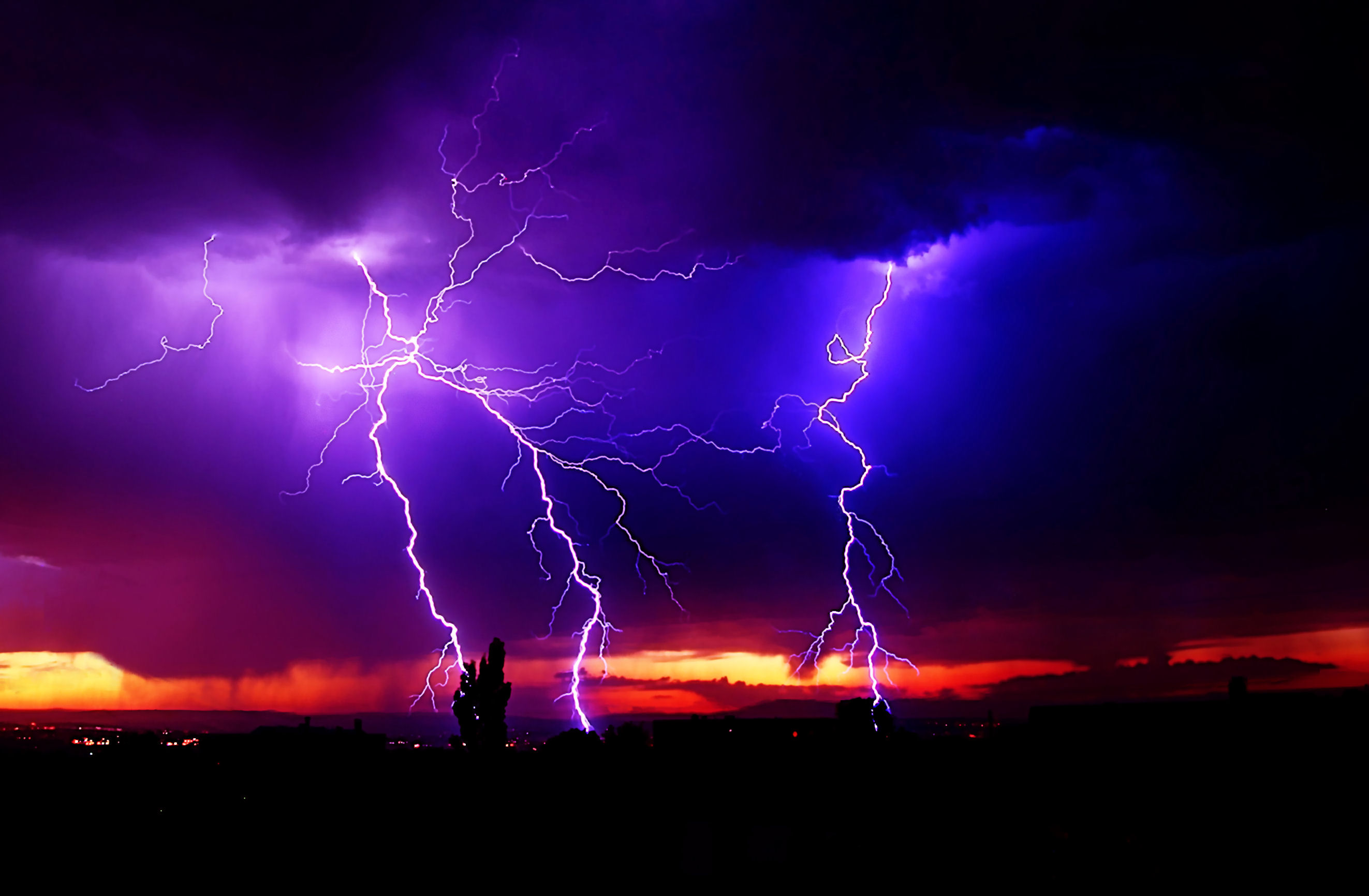 Impressive Lightning Storms for your Desktop Wallpaper Thomas Craig 2645x1732