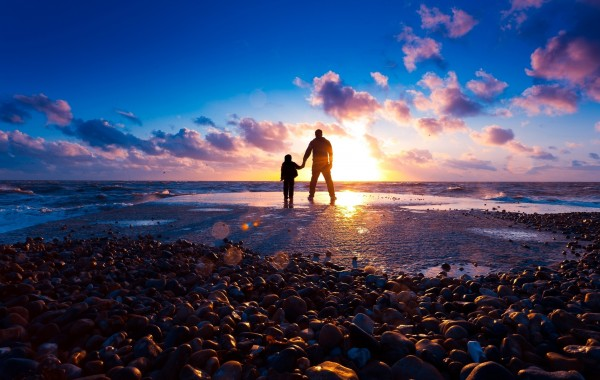 People on the beach Wallpaper wallpapers   4K Ultra HD Wallpapers 600x380