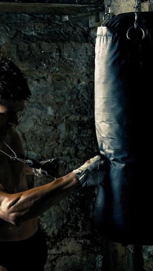 640x1136 Kickboxer Training Iphone 5 wallpaper 640x1136