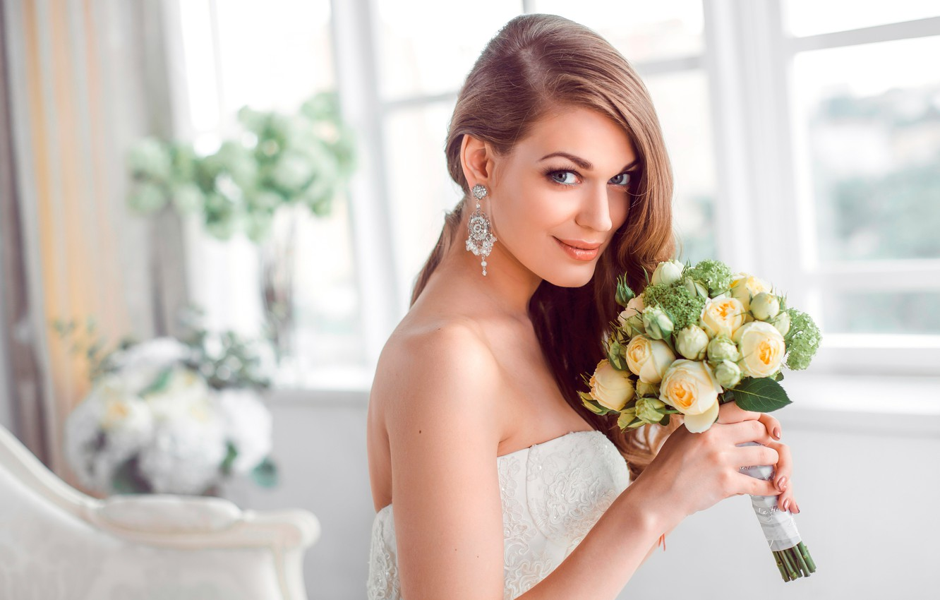 Wallpaper look girl decoration flowers smile room bouquet 1332x850
