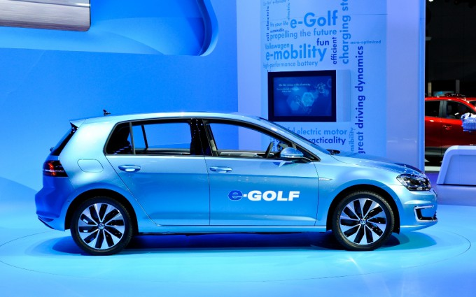 2015 Volkswagen E Golf Iphone Wallpaper 680x425