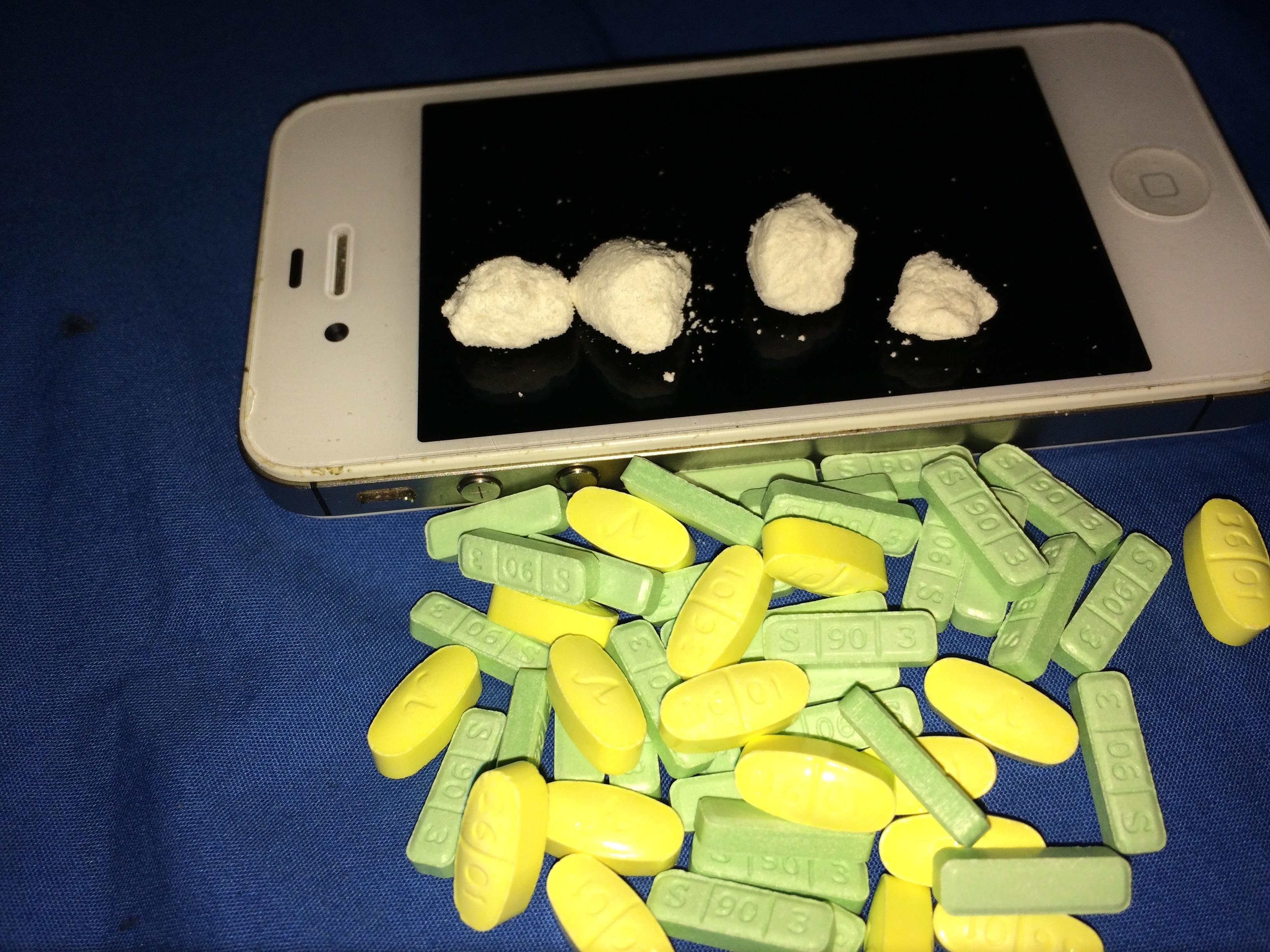 Stash oil based coke xanax and 10 mg Vicodin   Album on Imgur 3264x2448