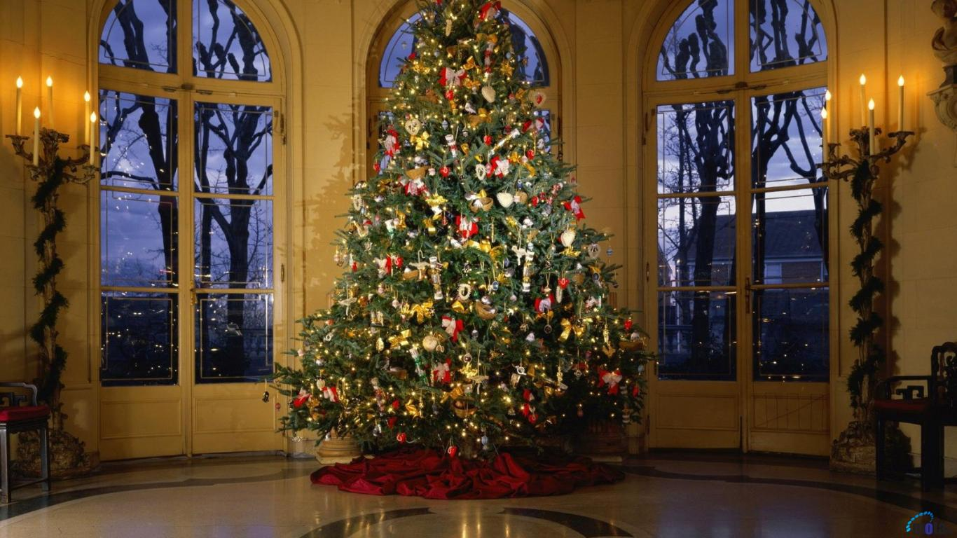 Download Wallpaper Victorian style Christmas Tree 1366 x 768 1366x768