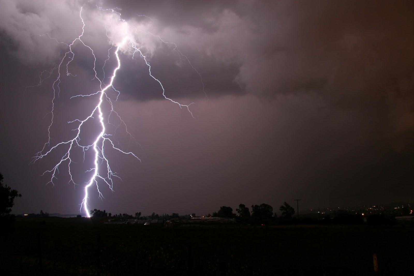 The best top desktop lightning wallpapers lightning wallpaper 6jpg 1600x1067