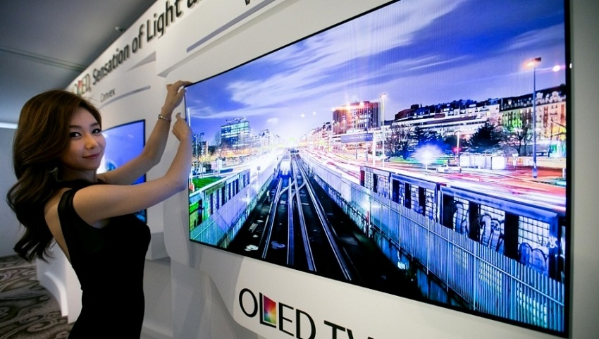 Lgs New Wallpaper Tv Is Thin As A Credit Card And Can Literally Curve 850x481