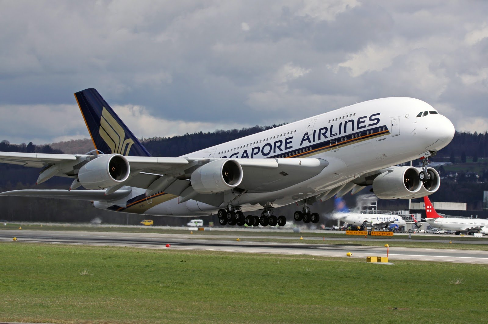 Airbus A380 Takeoff Singapore Airlines Aircraft Wallpaper 2155 1600x1064