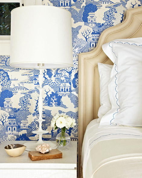 Blue and white Osborne Little chinoiserie wallpaper Featured in 470x588