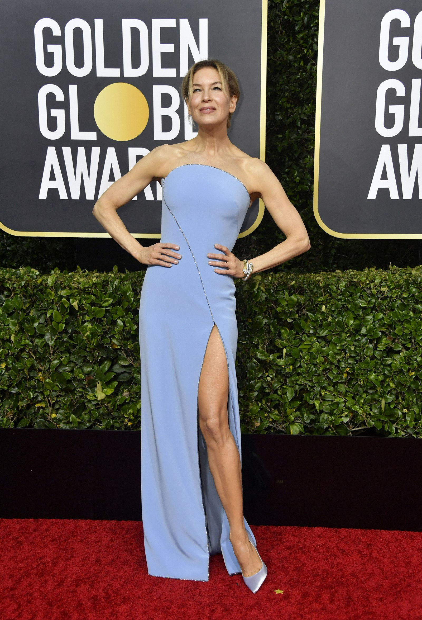Renee Zellweger Wears Armani in Her Return to the Golden Globes 1600x2349