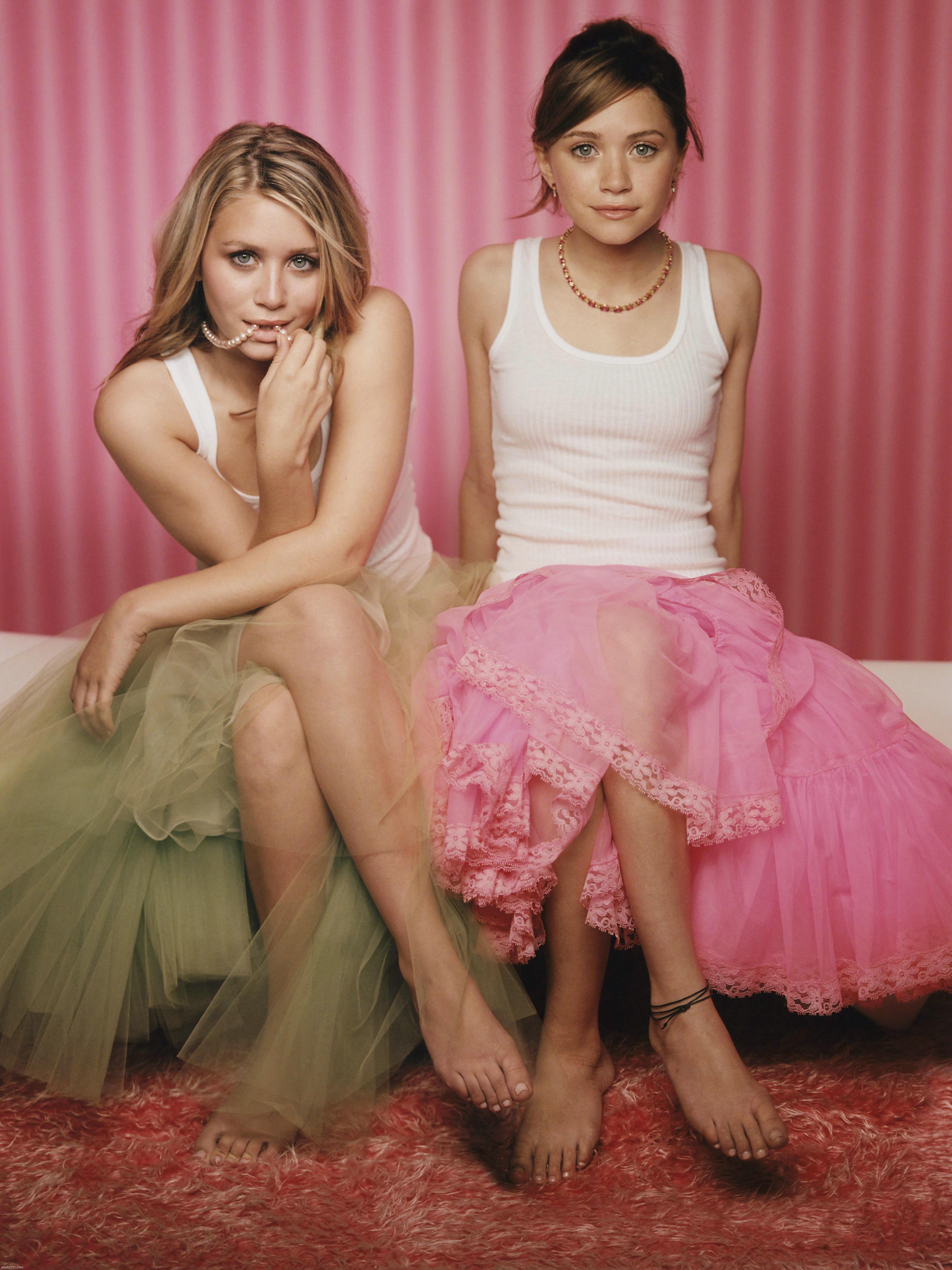 Photo 10 of 77 Mary Kate and Ashley Olsen   Olsen Twins 3550x4736