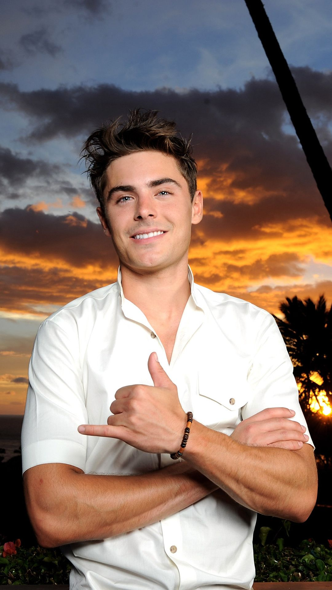 Pin by fatimaanas on actors in 2019 Zac efron Zac efron 1080x1920