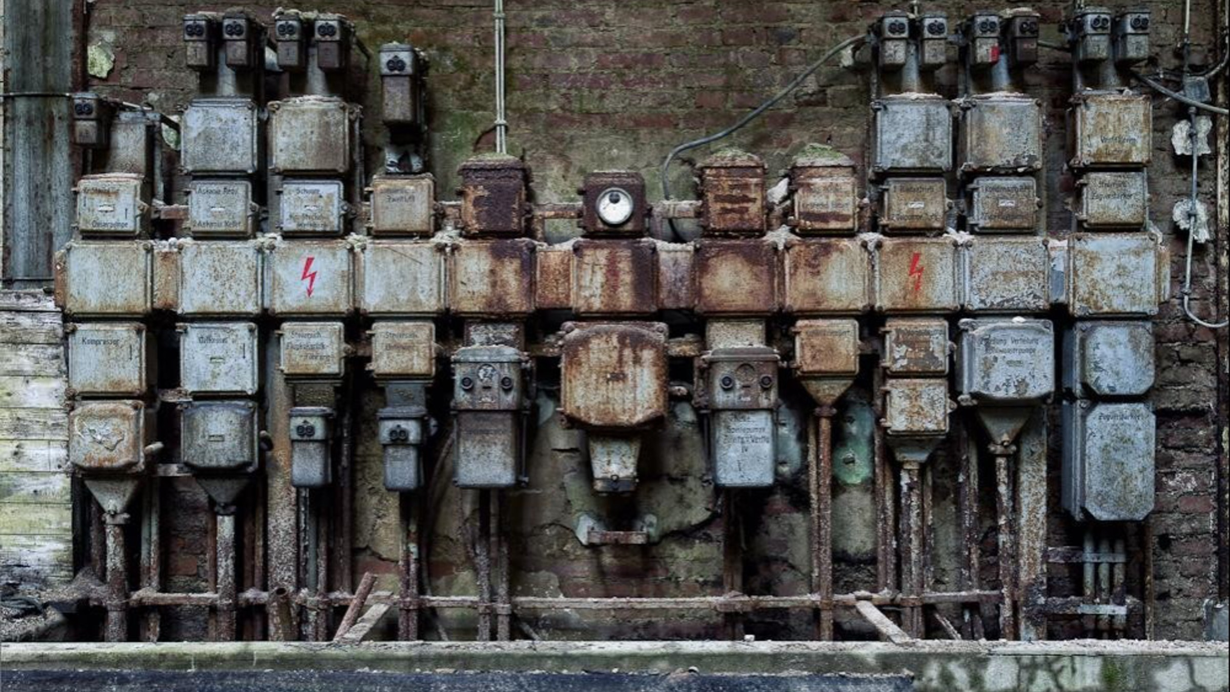 Cityscapes machinery abandoned factory wallpaper 2400x1350